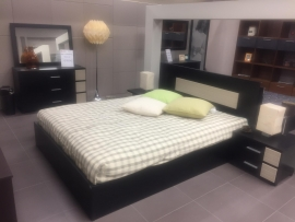 Κρεβατοκάμαρα MOCA από ξύλο δρυς με αποθηκευτικό χώρο. Διατίθεται σε διάφορες διαστάσεις, ξύλα και χρώματα λάκας