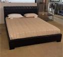 Κρεβάτι σε τεχνόδερμα με καπιτονέ κεφαλάρι (εκθεσιακό)